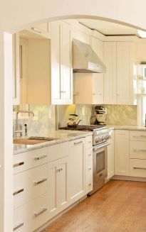 Reynolds_Page_2_kitchen_website.jpg